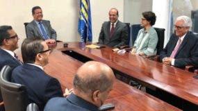 El pleno de  la Junta Central se reunió cerca de una hora con el equipo de Fernández .  J. De león