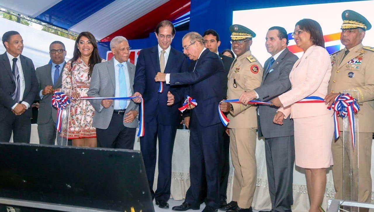Presidente Danilo Medina deja en funcionamiento el Sistema 911 en provincia Duarte