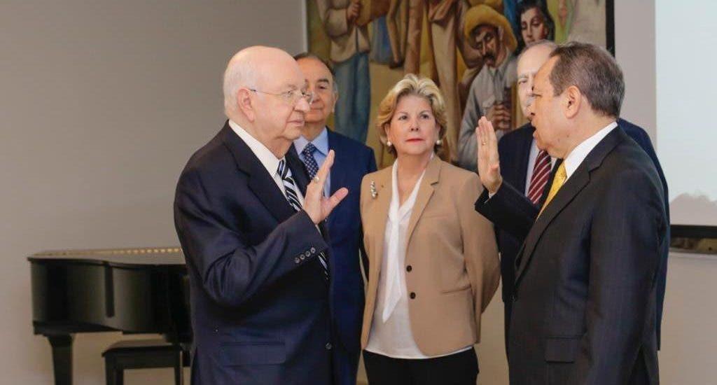 Hipólito Herrera Pellerano presidirá el Consejo de APEC