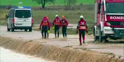 Las graves inundaciones del sureste español causadas por un fenómeno de gota fría han causado ya tres muertos, con ríos desbordados.