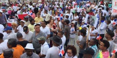 Miembros de la familia Rosario durante la manifestación de hoy.