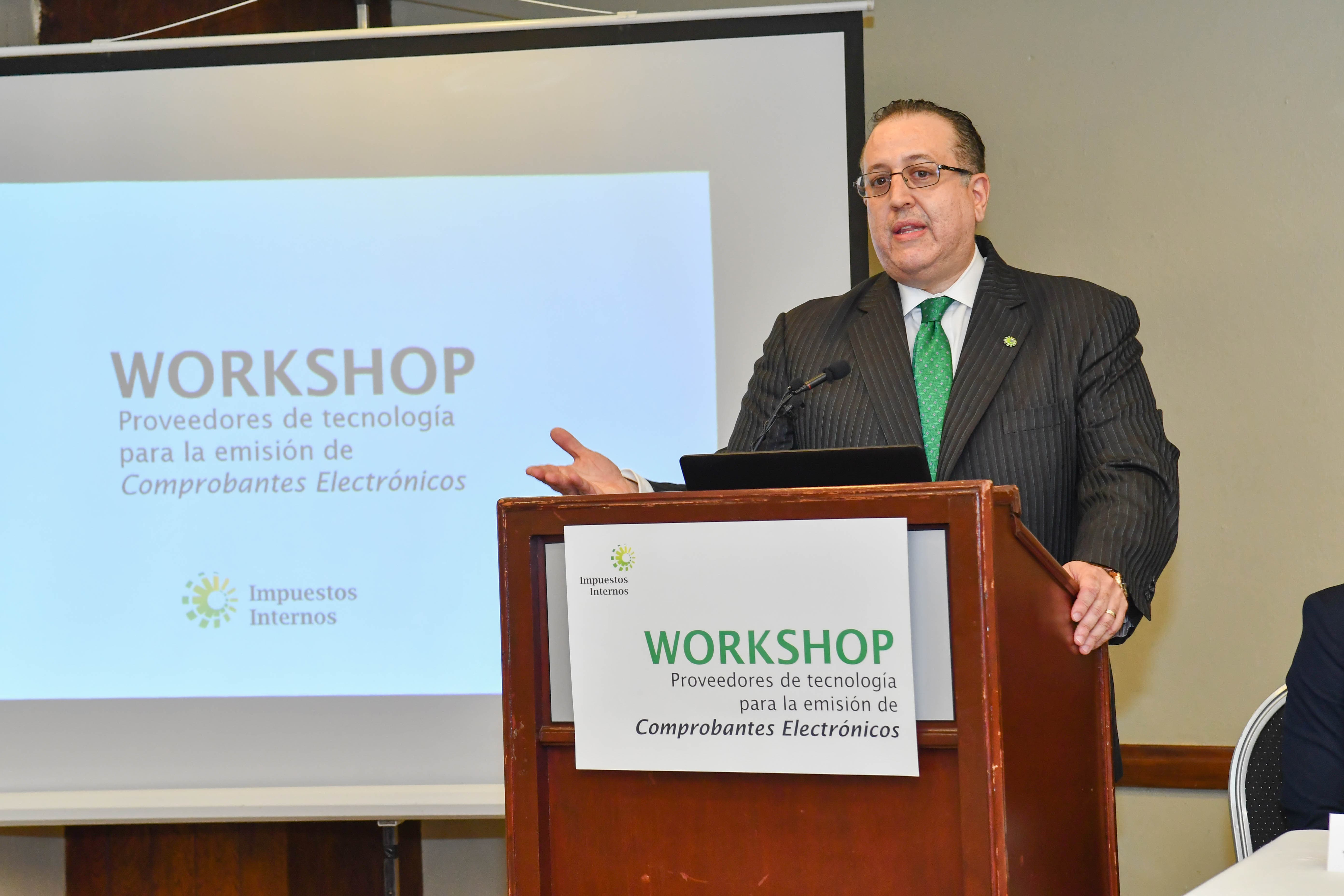 Magín J. Díaz, durante sus palabras centrales en el acto de apertura del encuentro de empresas y proveedores para Comprobantes Electrónicos.
