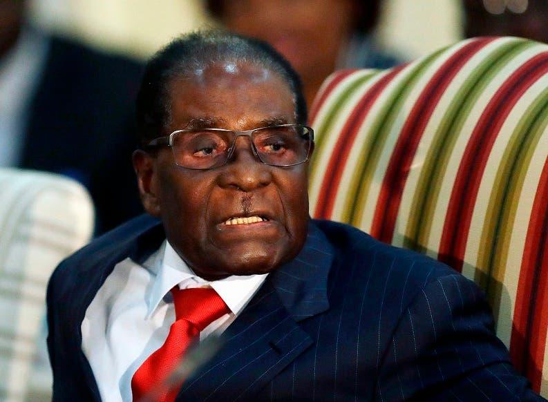 El presidente de Zimbabue Robert Mugabe fotografiado durante un encuentro con su colega sudafricano Jacob Zuma en Pretoria el 3 de octubre del 2017. Mugabe falleció el 6 de septiembre. añorado por algunos de sus compatriotas a pesar de que dejó al país en ruinas tras cuatro décadas de gobierno. (AP Photo/Themba Hadebe, FILE)