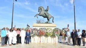 El acto principal tuvo como escenario la estatua ecuestre del prócer Luperón ubicada en La Puntilla del Malecón.