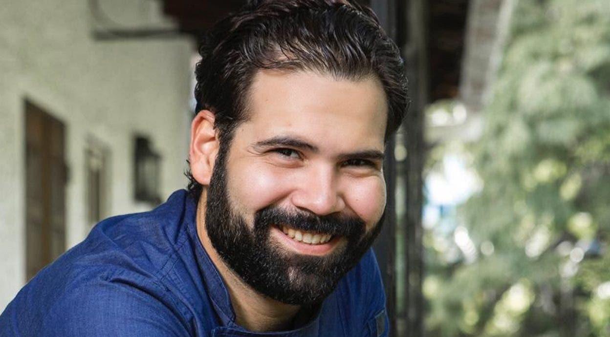 El chef Francis Pena, es hijo de padre gallego y madre dominicana.