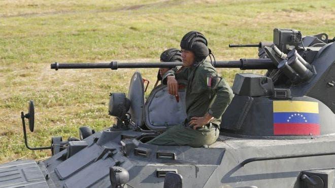 Venezuela anunció el despliegue de militares en la frontera con Colombia.