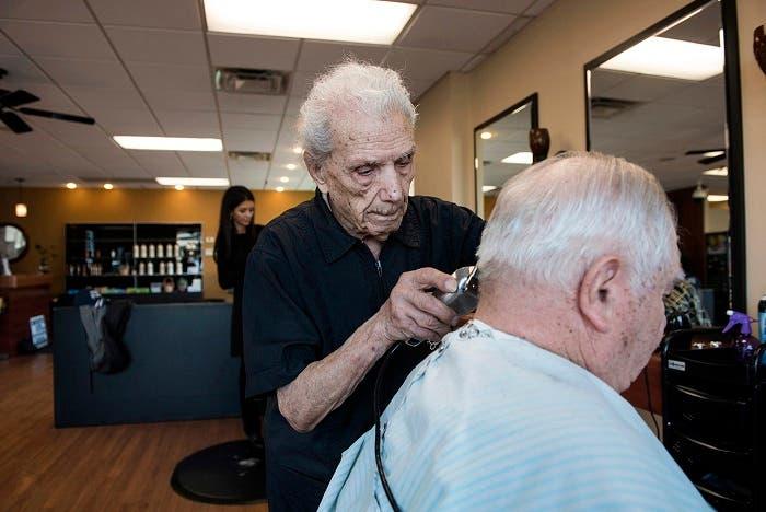 Fallece el peluquero más longevo del mundo a los 108 años