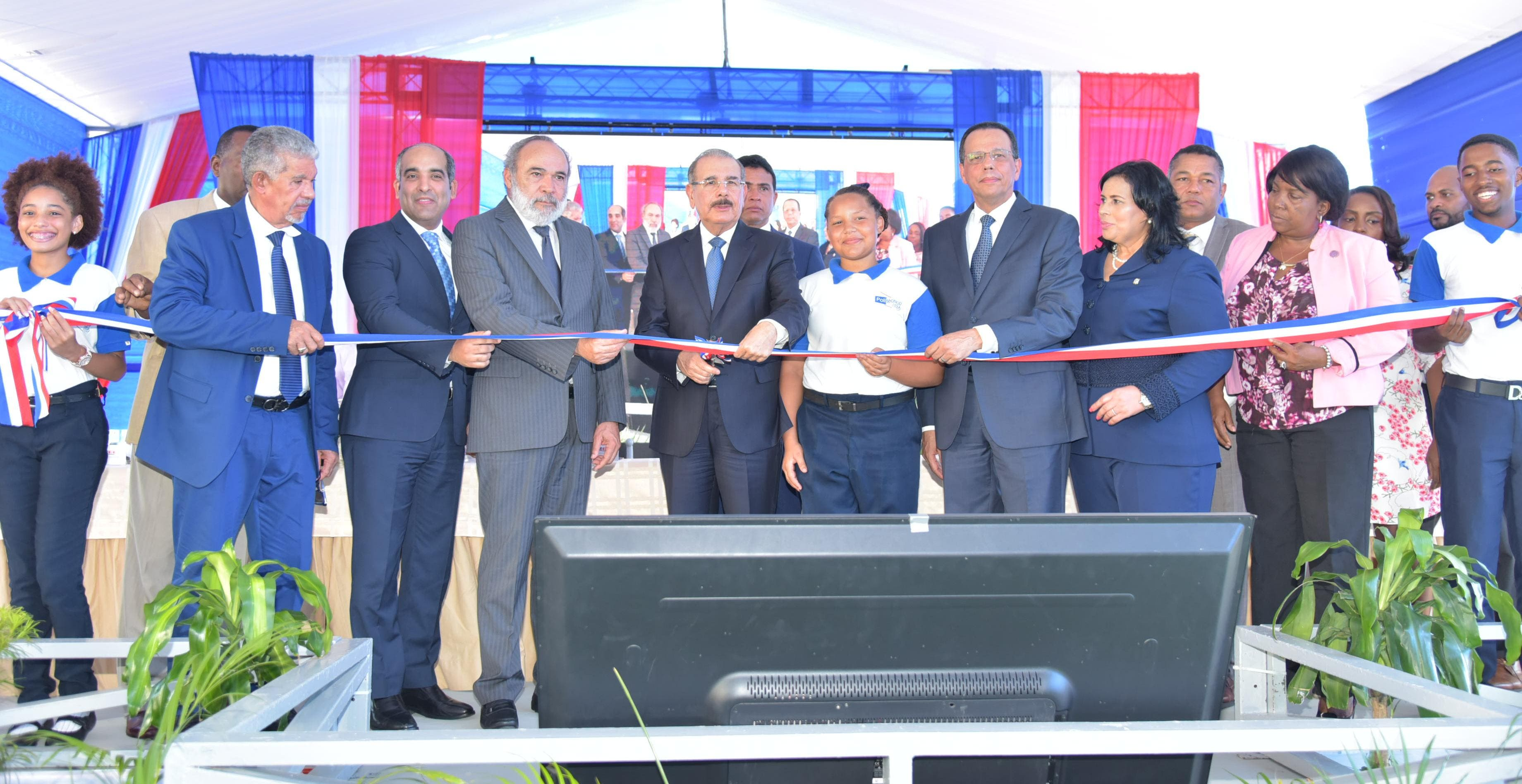 Presidente Danilo Medina entrega Politécnico ITLA en La Caleta