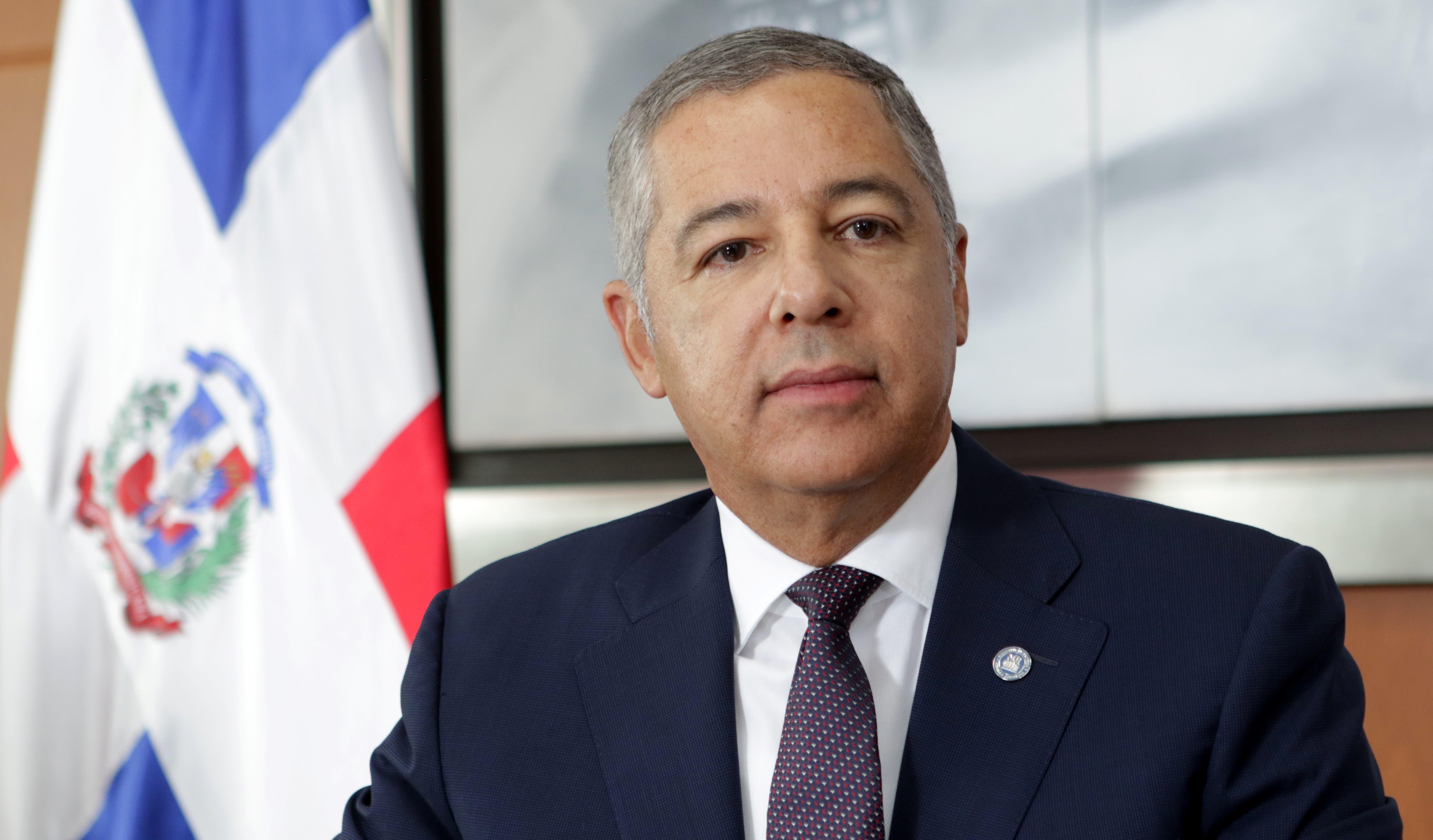 Donald Guerrero Ortiz, ministro de Hacienda.