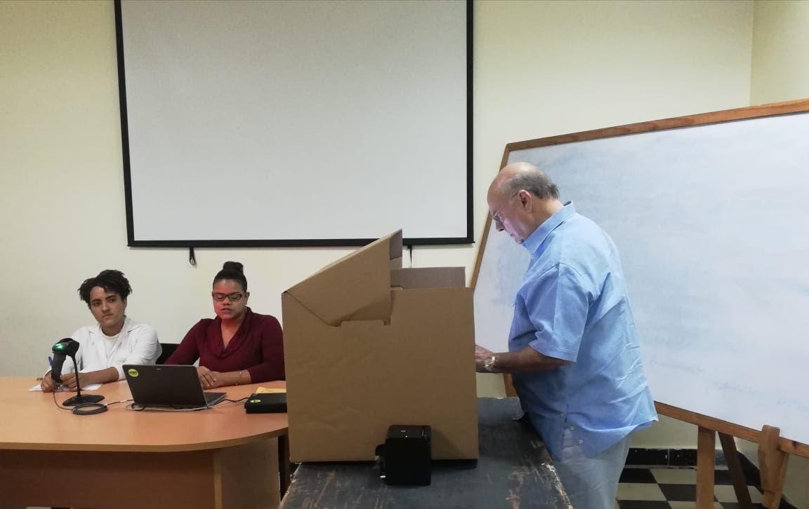Hipólito Mejía ejerce sufragio en simulacro del voto automatizado que realiza la JCE