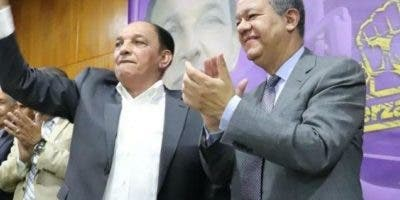 Leonel Fernández habla,   observa Alfredo Pulinario.