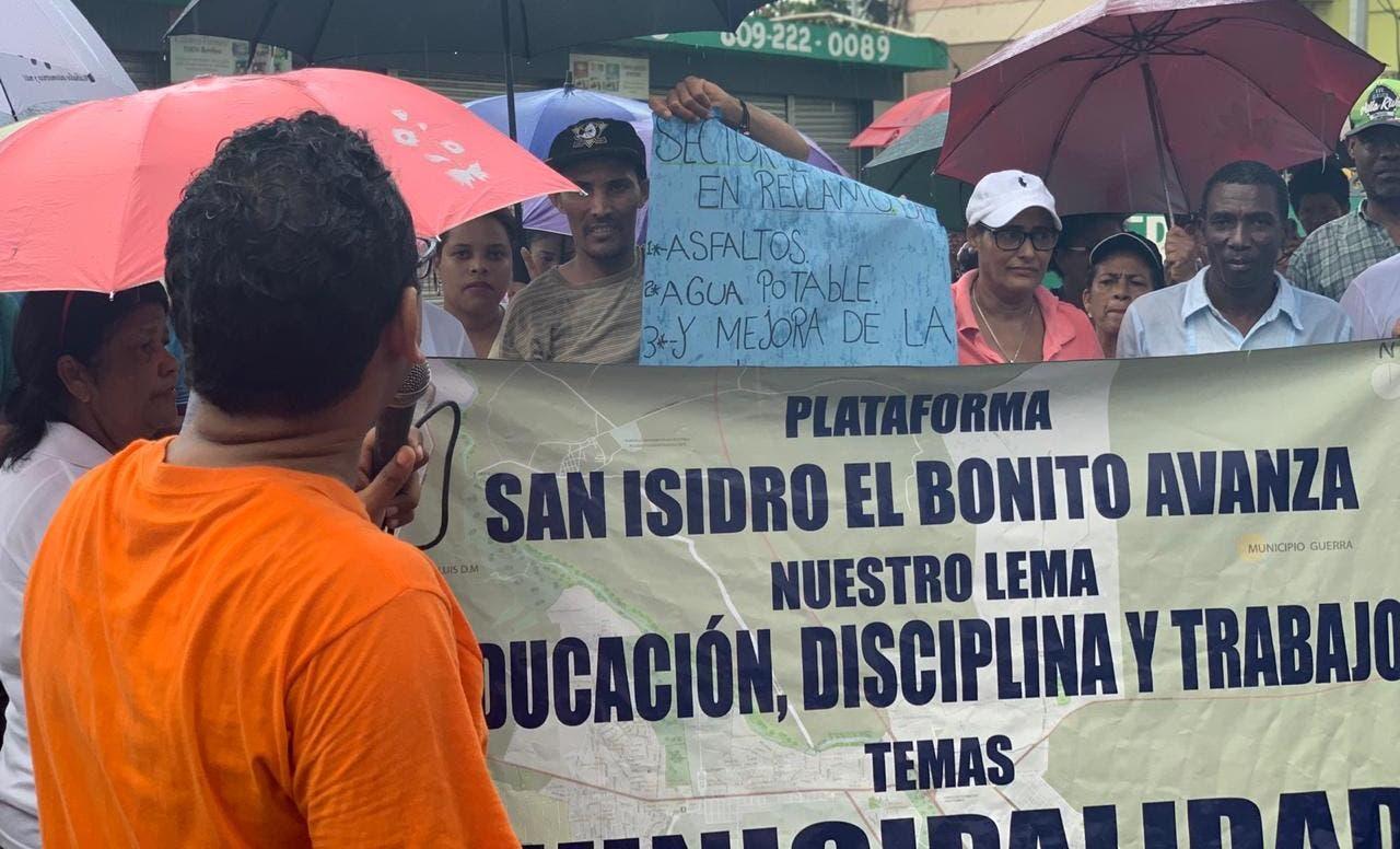 Residentes de San Isidro marchan en reclamo de agua, luz y seguridad pública
