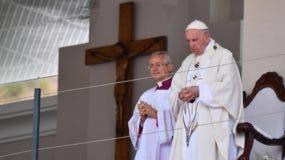 El Papa Francisco (R) dirige la Santa Misa en el monumento de María Reina de la Paz, Port Luis, Mauricio, 09 de septiembre de 2019. El Papa Francisco está en un viaje de tres naciones a África del 04 al 10 de septiembre de 2019. EFE