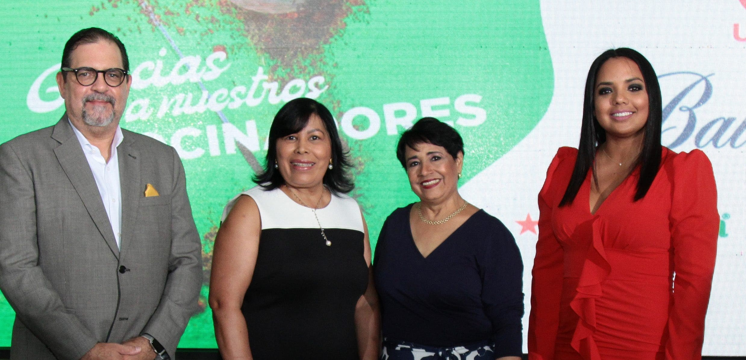 Alejandro Jovine, Milagros Ureña, Rosalía de Cuello y  Franchesca Páez.