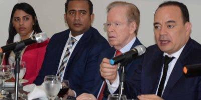 Cristal García, Juan Pérez Roa, José  Luis Corripio Estrada y Miguel Surún Hernández en  el almuerzo   del Grupo de Comunicaciones  Corripio.  José de Leon.