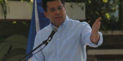 El alcalde David Collado mientras encabezada actividad.