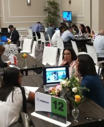 Extranjeros y nacionales participantes evento.