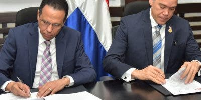 Antonio Peña Mirabal junto a Claudio Peña en firma.