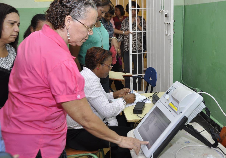 La JCE ha estrenado los equipos para la utilización del voto automizado en primarias.  Archivo