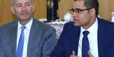 Encuentro de ministro Economía y el  representante del BID.