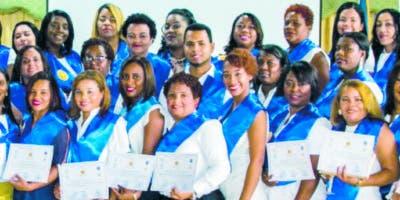 Algunos de los graduados del diplomado.