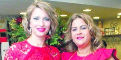 Evelyn Fernández y Doris Ventura de Fernández.