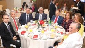 Andrea Canepari, Miguel Vargas  y Celso Marranzini junto  otras personalidades en actividad.