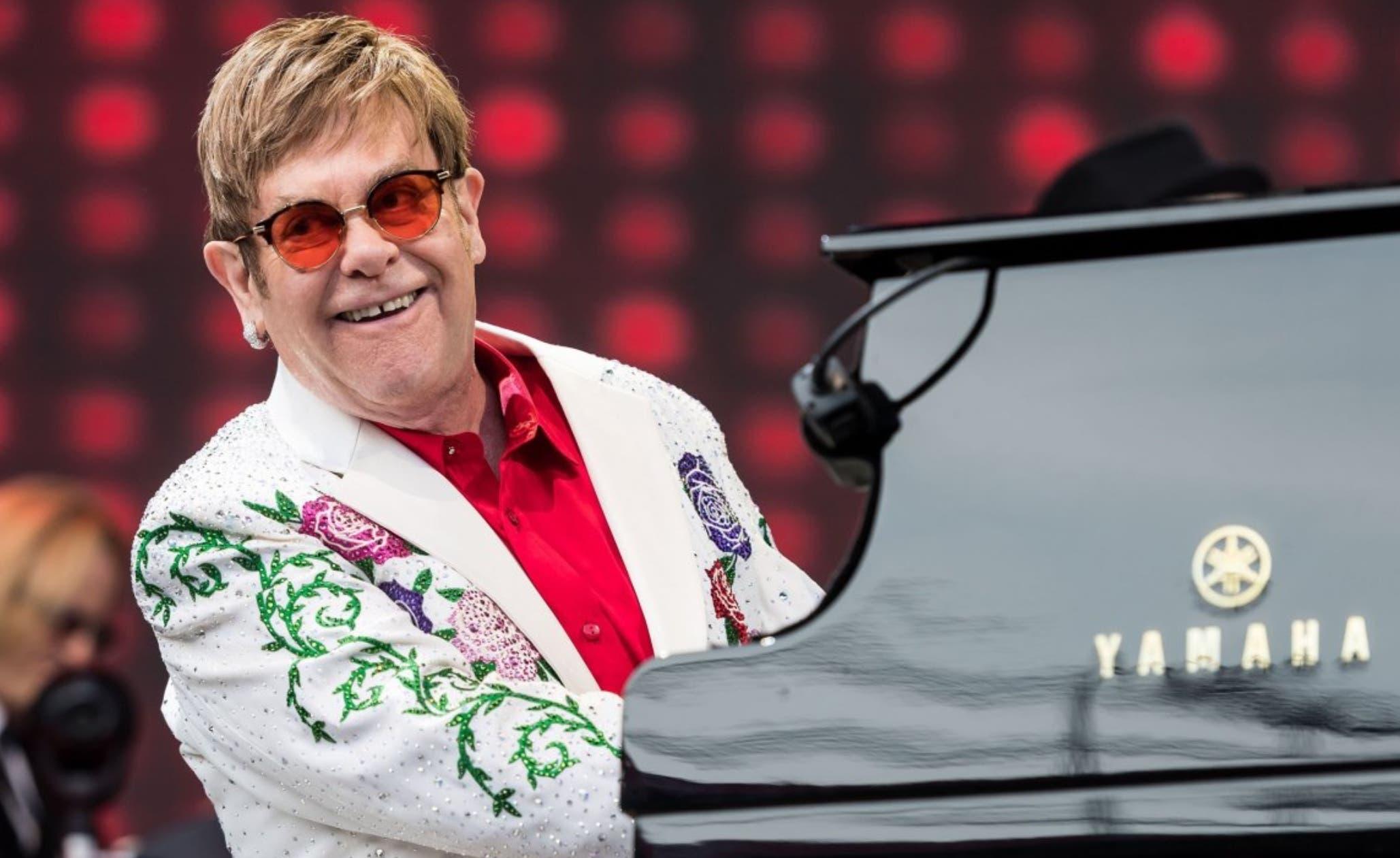 Elton John  reveló todos estos episodio de su vida en  un nuevo extracto de la autobiografía sobre su vida.  FUENTE EXTERNA