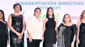 Los integrantes de la nueva directiva:  Florentino Durán, Raquel Lugo, Santa de la Cruz, Siddy Roque, su presidenta Claudine Nova, Mirna Pimentel, Mercedes Guzmán y Juan Tomás.