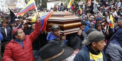Un líder indígena y cuatro personas más han muerto en Ecuador durante las protestas contra el gobierno.