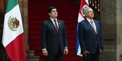Los presidentes de Costa Rica y México durante la visita.