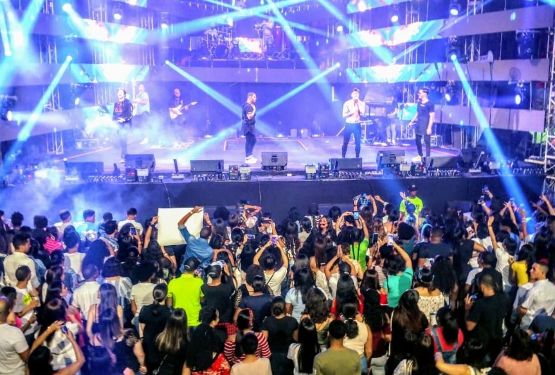 La agrupación de música urbana  Lo Blanquito en su concierto.  FUENTE EXTERNA