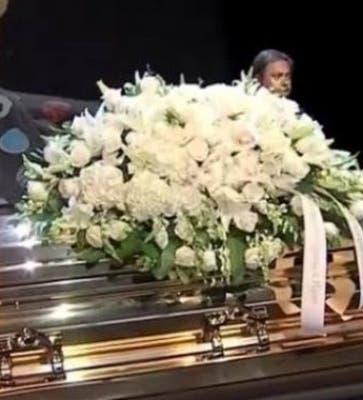 Detienen la cremación del cantante José José