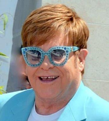 Elton John revela que estuvo a 24 horas de morir