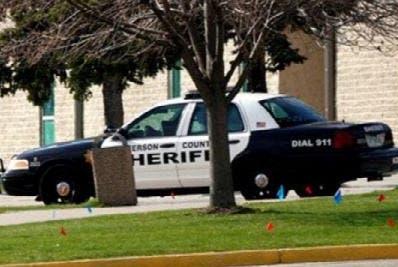 Mensajes de texto entre el policía y la mujer lo delataron.