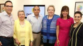 Miembros del Consejo directivo  de la empresa  junto a la embajadora Robin Bernstein.
