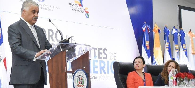 Miguel Vargas durante el inicio del Foro de Cooperación.