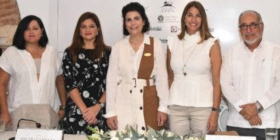 Sara Hermann, Paola Rainieri, María Amalia León, María Elena Aguayo y Luis Felipe Rodríguez.