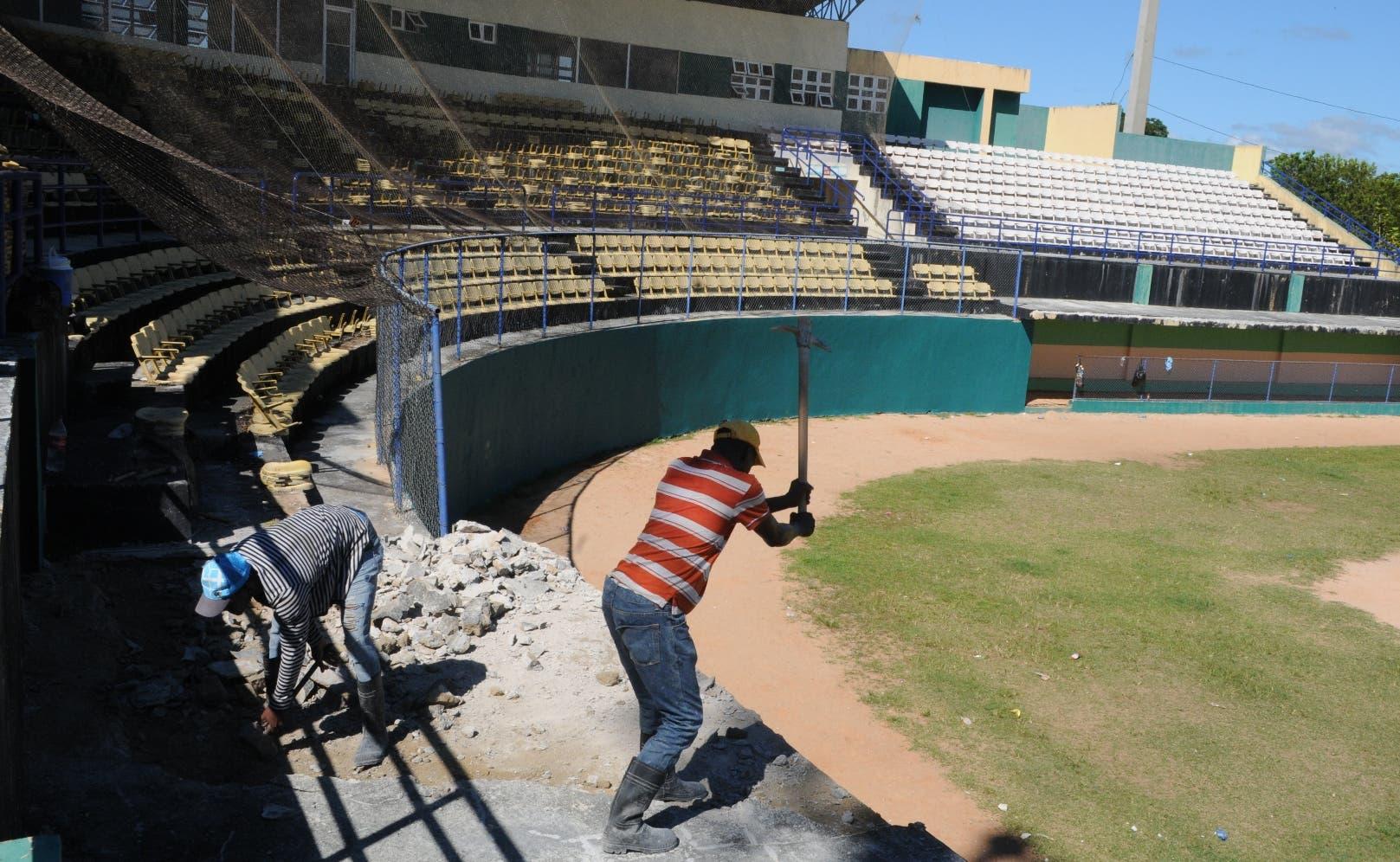 Así van los trabajos de reparación del estadio de béisbol principal de Monte Plata  para los Juegos Nacionales Escolares.
