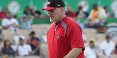 Willie Blair es el coach de picheo de los rojos.  fuente externa