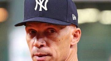 Joe Girardi busca trabajo como  mánager MLB.  AP