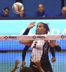 Priscilla Rivera celebra uno de los tantos triunfos que ha conseguido en su carrera con la selección nacional. archivo Eve Mejía ataca contra la defensa de Estados Unidos.