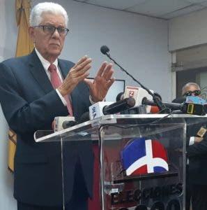 Roberto Saladín, miembro titular de la JCE, revocó dimisión.