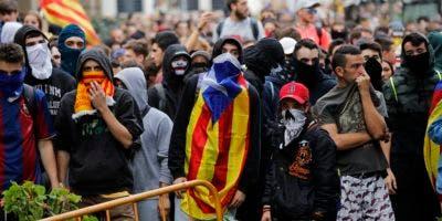 Miles de personas llegaron hoy a Barcelona en cinco columnas desde varias parte de Cataluña para unirse en una gran manifestación.