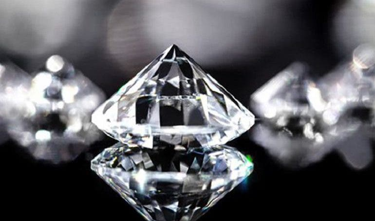 Roban diamante de 1,84 millones en feria de joyería en Japón