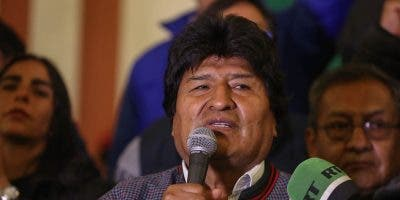Morales confió en el peso del voto rural a su candidatura para que el escrutinio definitivo de las elecciones le dé la mayoría suficiente para evitar una segunda vuelta.  EFE/Martin Alipaz