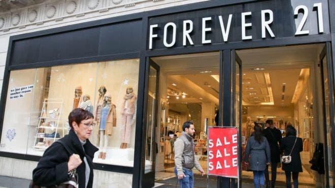 Forever 21 presentó una solicitud de protección por bancarrota en Estados Unidos, lo cual implica el cierre de decenas de tiendas.