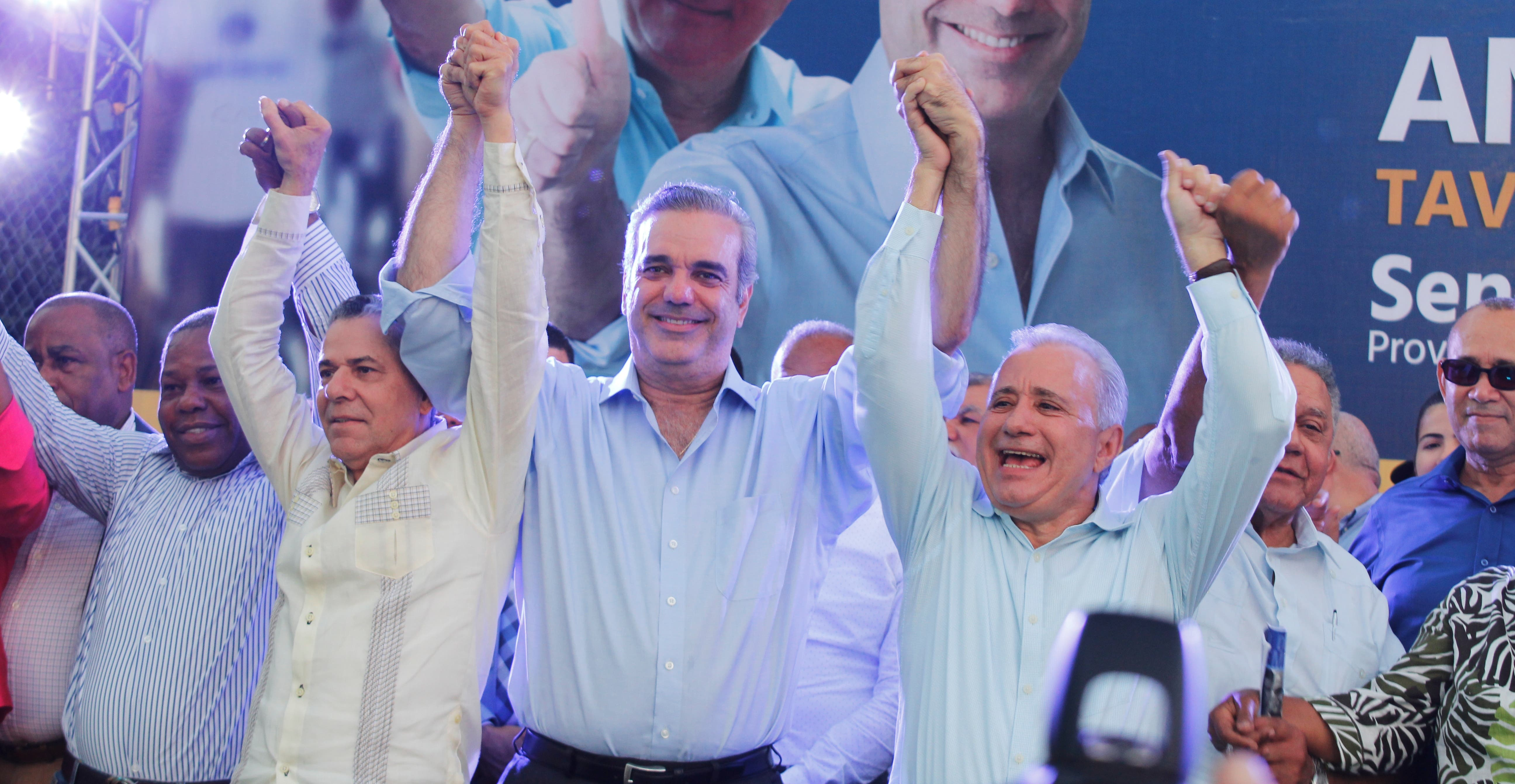 Abinader presenta a Taveras Guzmán como candidato a senador por Santo Domingo