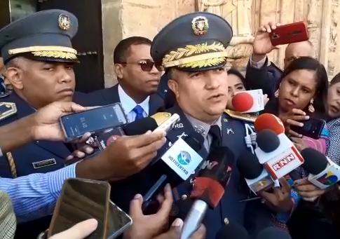 Director de la Policía y ministro de Defensa se reúnen con legisladores