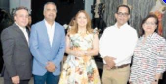 Su presidenta, Gloria Reyes, junto a colaboradores y amigos.